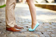 Samiec i kobiety nogi podczas daty Zdjęcia Royalty Free