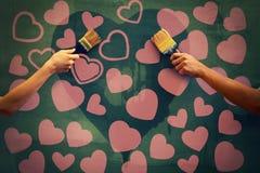 Samiec i kobiety ręki maluje betonową ścianę Obraz Stock