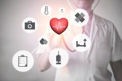 Samiec lekarka z stetoskopem i medyczne ikony na powierzchnia ekranie Zdjęcia Stock