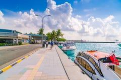 SAMIEC MALDIVES, Październik, - 04: Łodzie przy schronieniem obok Ibrah Zdjęcie Stock