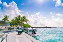 SAMIEC MALDIVES, Październik, - 04: Łodzie przy schronieniem obok Ibrah Obrazy Stock
