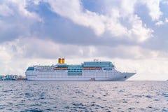 SAMIEC MALDIVES, Październik, - 04: Luksusowy statek wycieczkowy na oceanie, M Zdjęcie Stock