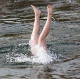 Samiec nogi spod wody Zdjęcia Royalty Free