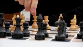 Samiec ręki na grą szachy zbiory wideo