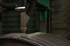 Samkopieringen som svetsar hårt att ytbehandla av stål, går doppar bågsvetsningprocess Royaltyfria Foton