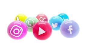 Samkvämmen knyter kontakt i skinande polerade bollar för socialt marknadsföra för massmedia Arkivfoton