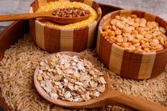 Samla torra sädesslag Bovete ris, ärtor, havremjöl, vete Arkivbild