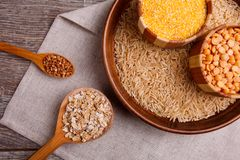 Samla torra sädesslag Bovete ris, ärtor, havremjöl, vete Royaltyfri Fotografi