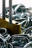 samlade ihop chain låser upp Arkivfoton