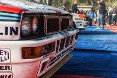 Samlar den gamla tävlings- bilen för LANCIA DELTAINT 16V 1994 LEGENDEN 2017 det berömda SANMARINSKA historiska loppet Royaltyfri Fotografi