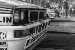 Samlar den gamla tävlings- bilen för LANCIA DELTAINT 16V 1994 LEGENDEN 2017 det berömda SANMARINSKA historiska loppet Arkivfoto