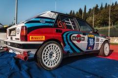 Samlar den gamla tävlings- bilen för LANCIA DELTAINT 16V 1994 LEGENDEN 2017 det berömda SANMARINSKA historiska loppet Fotografering för Bildbyråer