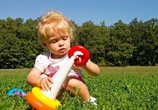 samlar flickan little pyramid fotografering för bildbyråer