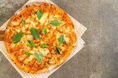 Samlar musslor pizza - italiensk mat Fotografering för Bildbyråer