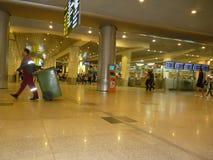 Samlare för avskräde för Domodedovo Moskvaflygplats royaltyfri fotografi