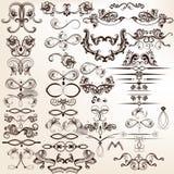 Samling av calligraphic beståndsdelar och krusidullar för vektor för de stock illustrationer
