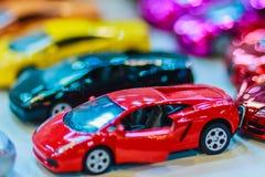 Samling av den färgrika lilla gulliga bilen Slut upp gullig mycket liten modell Royaltyfri Bild