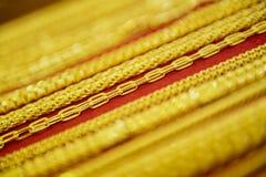 Samling av den guld- halsbandet Royaltyfria Foton
