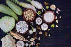Samling av den nya vita frukter, grönsaker och bönan sund begreppsmat Vegetarisk produkt Organisk rå jordbruksprodukter Arkivbild