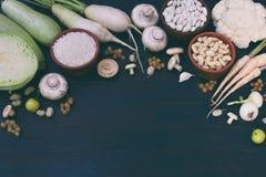 Samling av den nya vita frukter, grönsaker och bönan sund begreppsmat Vegetarisk produkt Organisk rå jordbruksprodukter Arkivfoton