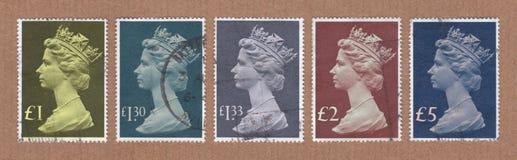 Samling av det stora formatet, högväxt format, brittiska Royal Mail portostämplar royaltyfri fotografi