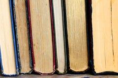 Samling av gamla Hardcoverböcker Arkivfoton