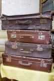 Samling av gamla resväskor royaltyfri bild