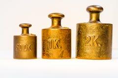 Samling av guld- kalibreringsvikter för tappning Fotografering för Bildbyråer