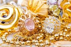Samling av guld- smycken Fotografering för Bildbyråer