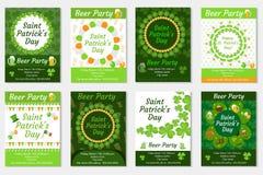 Samling av inbjudan för dag för St Patrick ` s, affisch, reklamblad Ölpartiuppsättning en mall för din design med växt av släktet Royaltyfria Bilder