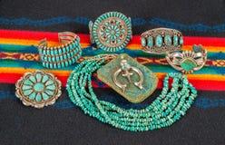 Samling av indiansmycken, turkos och Sterling Silver royaltyfria foton