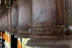Samling av klockor i den Nong Nooch botaniska trädgården, Pattaya, Thailand Arkivbilder