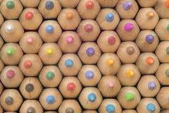 Samling av kulöra träblyertspennor Arkivfoton