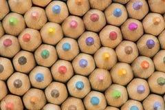 Samling av kulöra träblyertspennor Arkivfoto