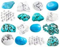 samling av olika isolerade Howlite gemstones arkivfoto