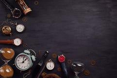 Samling av olika klockor och klockor Royaltyfria Bilder