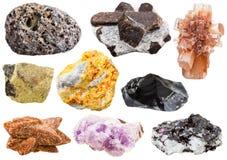 Samling av olika mineraliska kristaller och stenar Arkivfoton