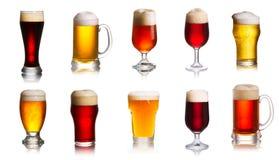 Samling av olika slag av öl Val av olika typer av öl, öl Arkivfoto