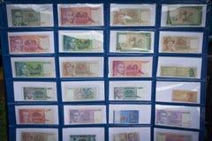 Samling av pappers- pengar för Indonesien ` som s visas i ett museumfoto som tas i Bogor Indonesien royaltyfria bilder