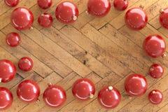 Samling av röda julstruntsaker arkivbild