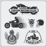 Samling av retro motorcykeletiketter, emblem, emblem och designbeståndsdelar tappning för stil för illustrationlilja röd Arkivfoto