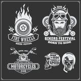 Samling av retro motorcykeletiketter, emblem, emblem och designbeståndsdelar tappning för stil för illustrationlilja röd Arkivbild