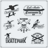 Samling av skateboarding etiketter, emblem, emblem och designbeståndsdelar vektor illustrationer