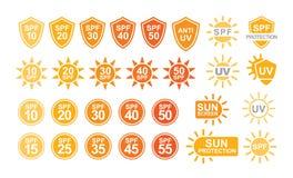 Samling av SPF och UV solskyddsetiketter eller tecken som isoleras på vit bakgrund Färgrik idérik vektor vektor illustrationer