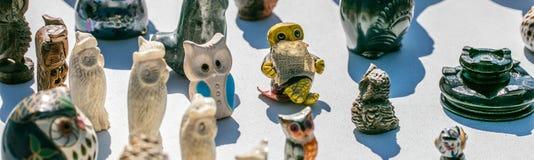 Samling av statyetter av ugglor för liten fågelsamling Royaltyfri Bild