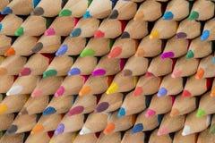 Samling av träblyertspennor för kulört cederträ Fotografering för Bildbyråer