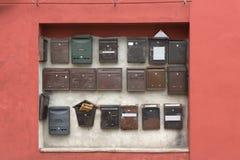Samling av vägg-monterade postaskar Royaltyfri Fotografi