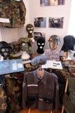 Samling av vapen och utrustning som används under kriget för kroatisk självständighet, Pakrac, Kroatien Arkivbilder