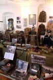 Samling av vapen och utrustning som används under kriget för kroatisk självständighet, Pakrac, Kroatien Arkivfoton