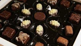 Samling för chokladgodisar stock video